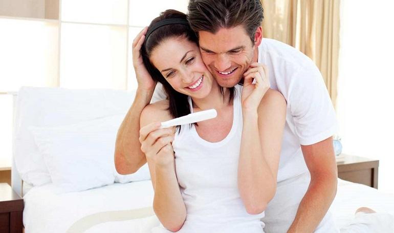 Счастливая пара и тест на беременность