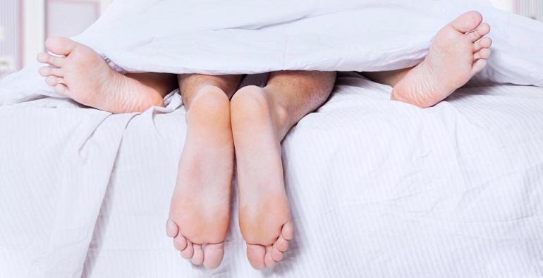 Ноги из-под одеяла