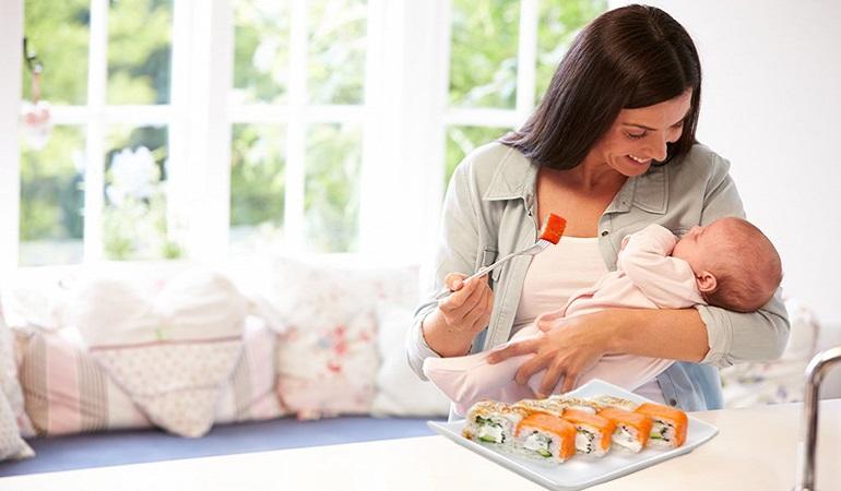 Суши и молодая мама