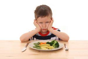 Мальчик отказывается есть овощи