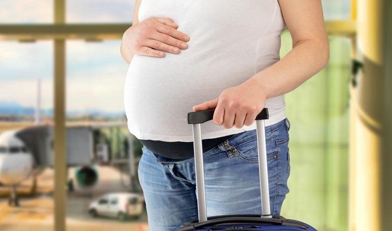 Беременная в аэропорту