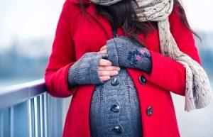 Тепло одетая беременная