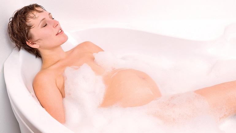 Беременная в ванне